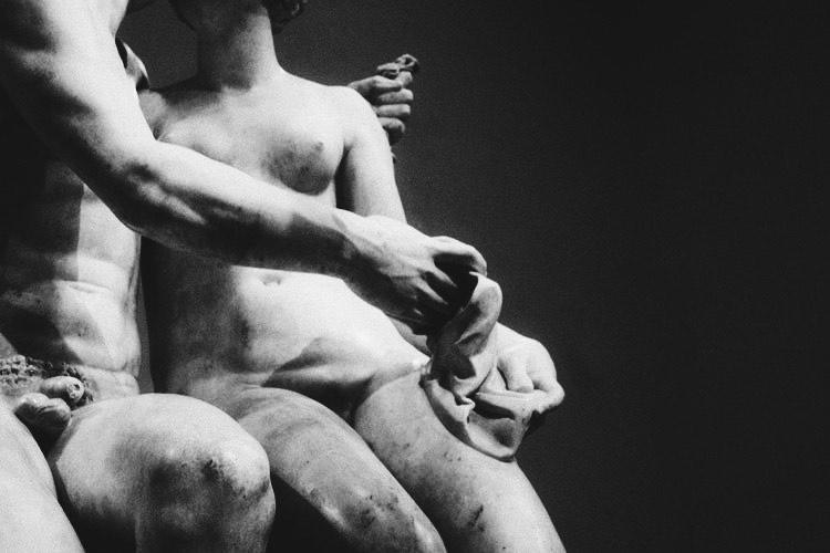 Statua_la materia della solitudine
